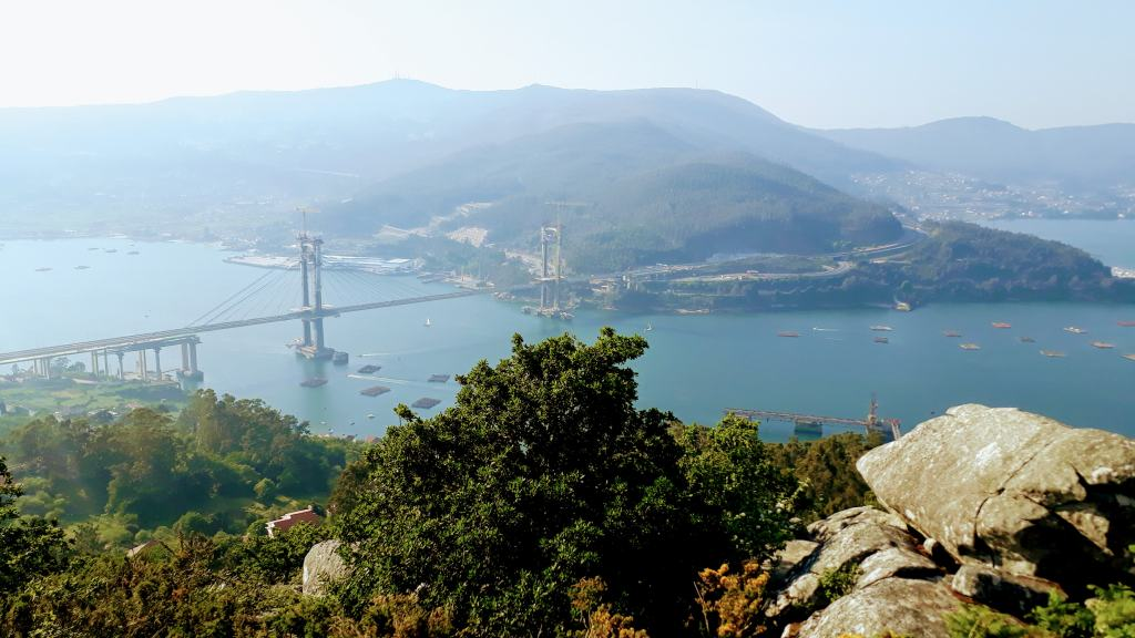 Blick auf die Puente de Rande und Ría de Vigo