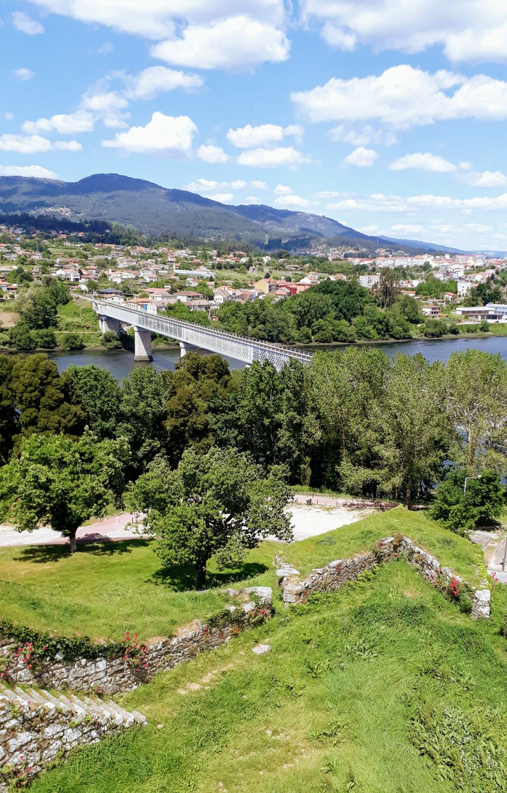 Blick auf die Ponte Internacional von Valença