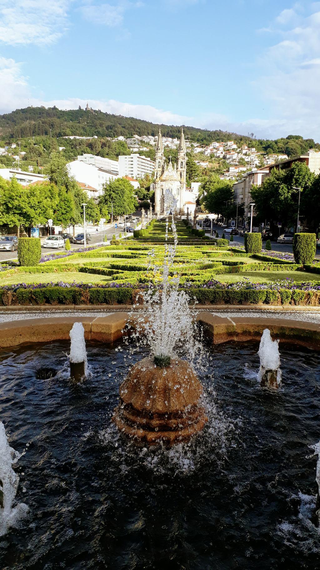 Largo República do Brasil mit Igreja de Nossa Senhora da Consolação e Santos Passos