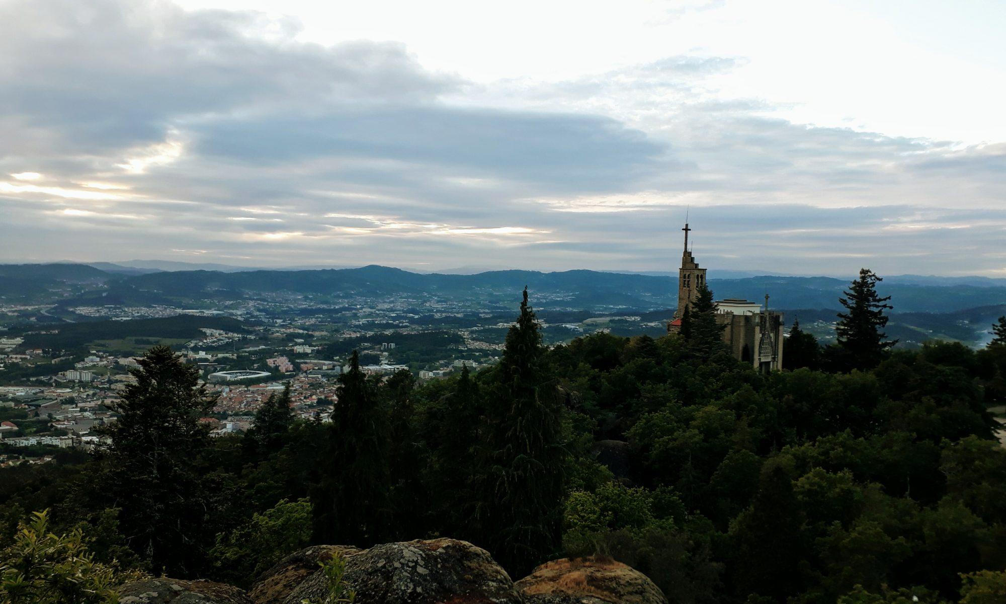 Blick auf das Santuário da Penha vom Serra da Penha oder Monte de Santa Catarina