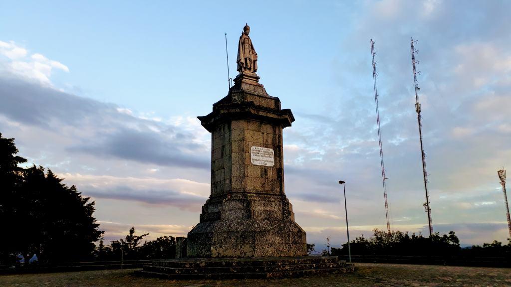 Statue von Pius IX. auf dem Serra da Penha oder Monte de Santa Catarina