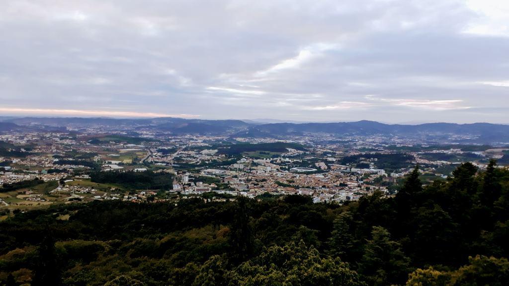 Blick vom Serra da Penha oder Monte de Santa Catarina über Guimarães