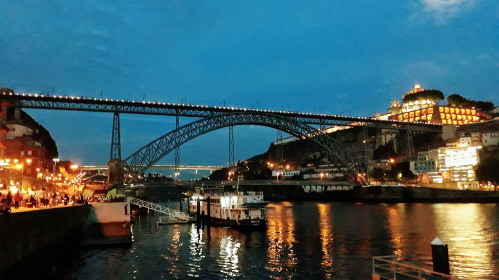 Ponte Luís I bei Nacht
