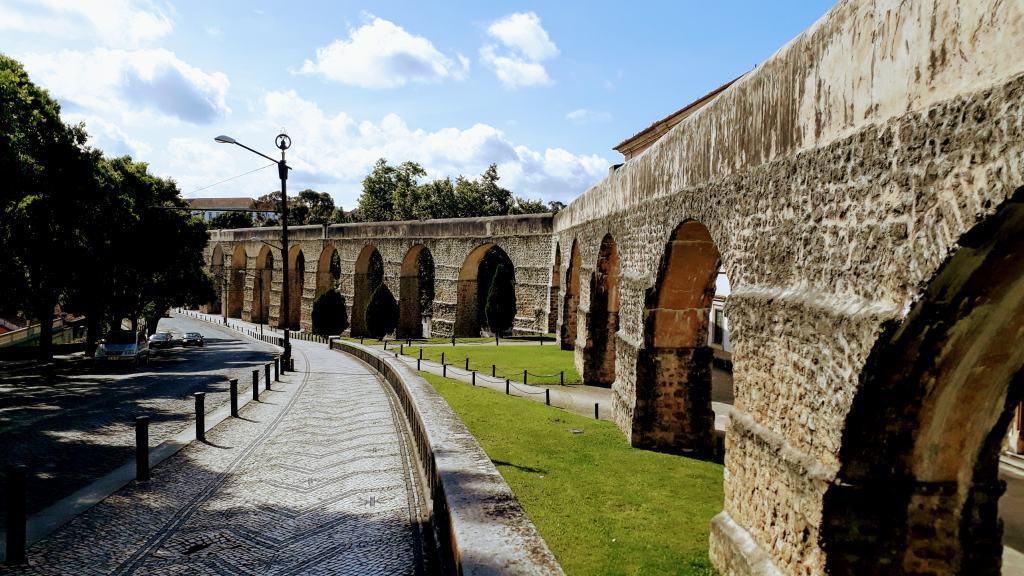 Arcos do Jardim (im 16. Jahrhundert wiedererrichteter römischer Aquädukt)