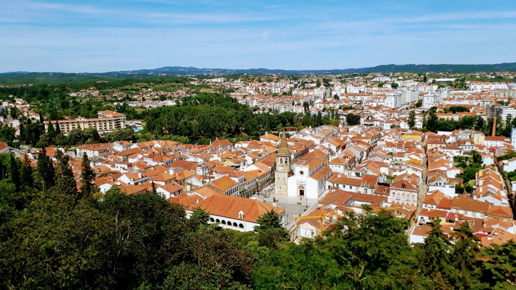 Blick auf Tomar vom Convento de Cristo