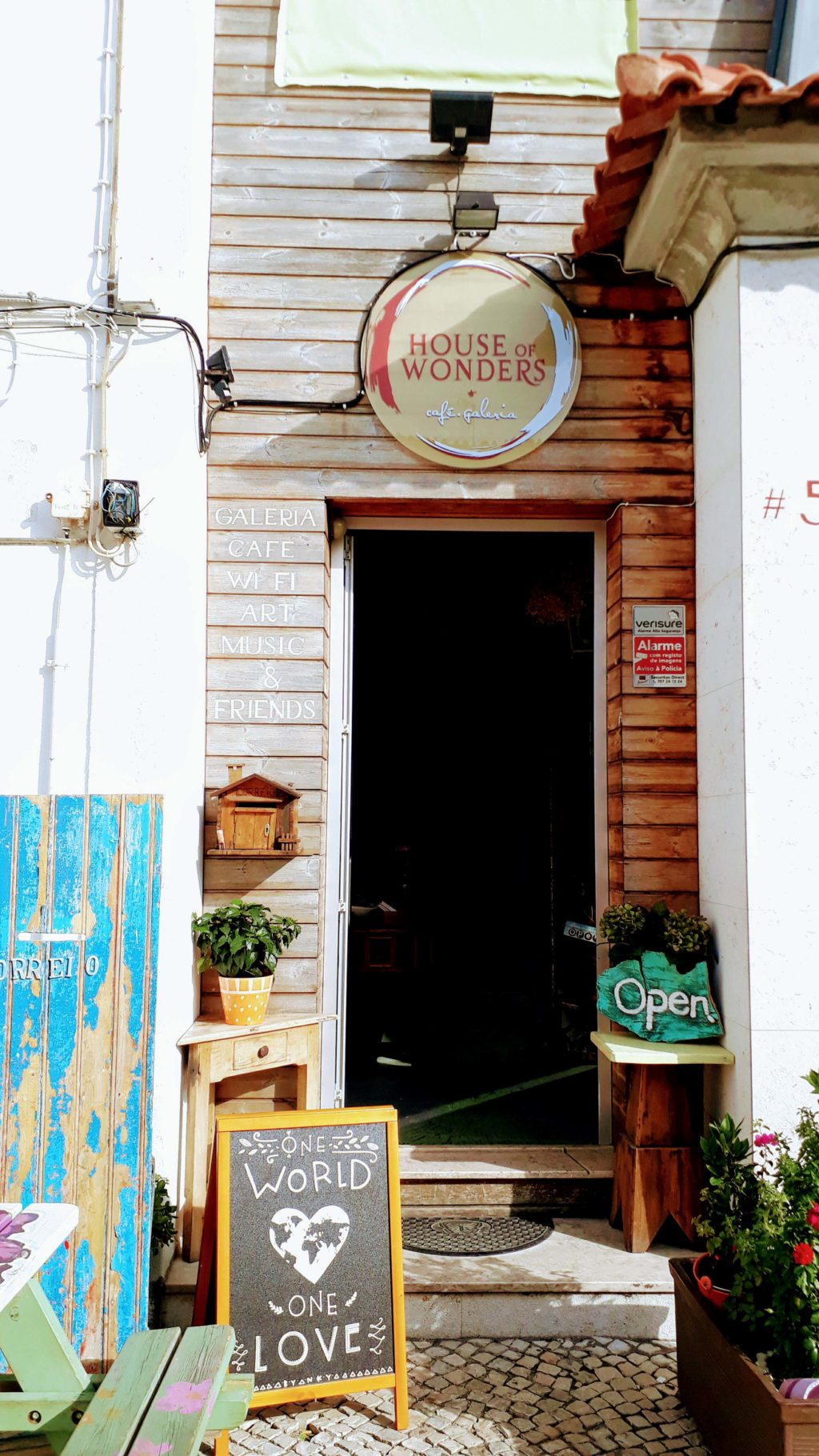 Cafe Galeria House of Wonders