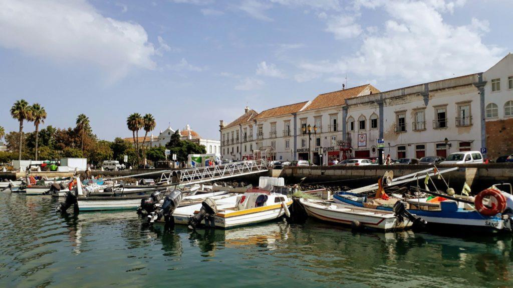Faros Altstadt vom Boot aus