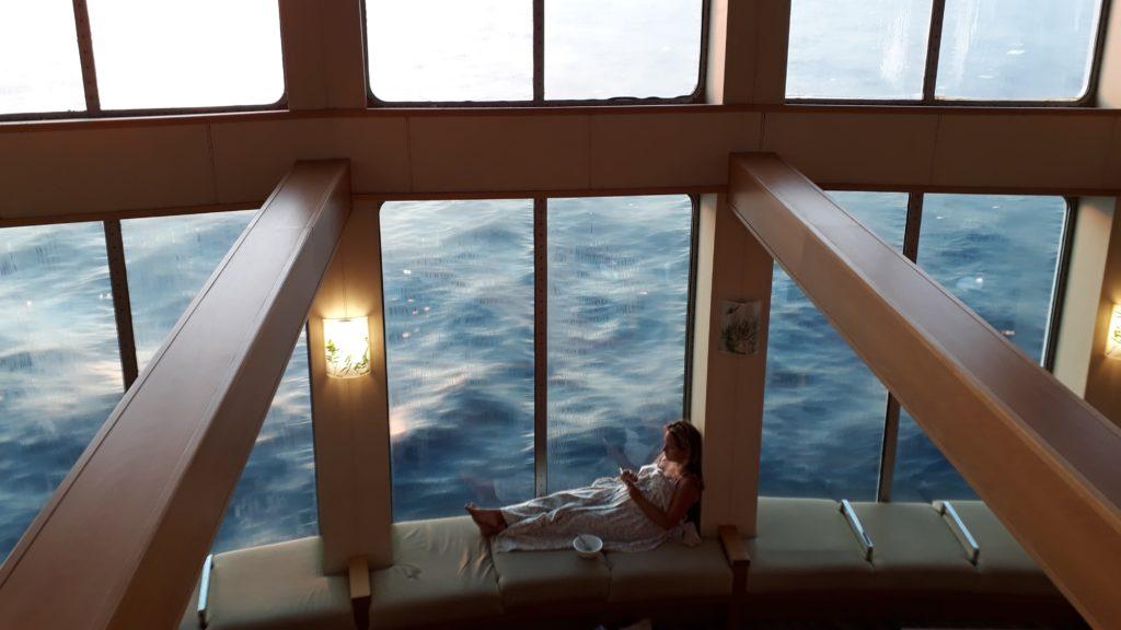 Entspanntes Frühstück auf See