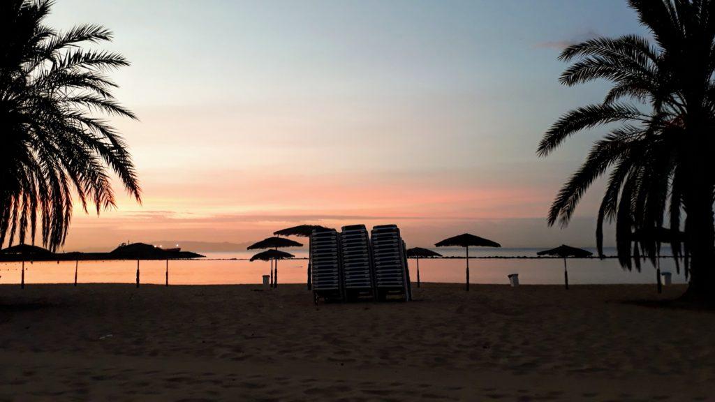 Sonnenaufgang am Playa de Las Teresitas bei San Andrés