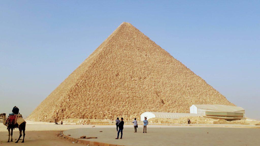 Die Cheops-Pyramide, älteste und größte der drei Pyramiden von Gizeh, war fast 4000 Jahre lang das höchste Bauwerk ihrer Zeit