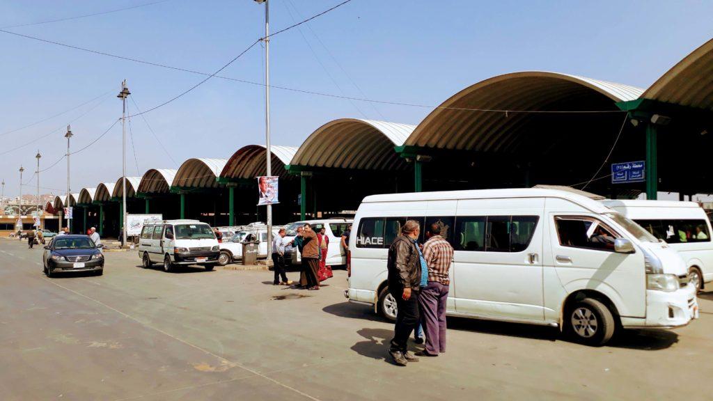 Großer Microbusbahnhof