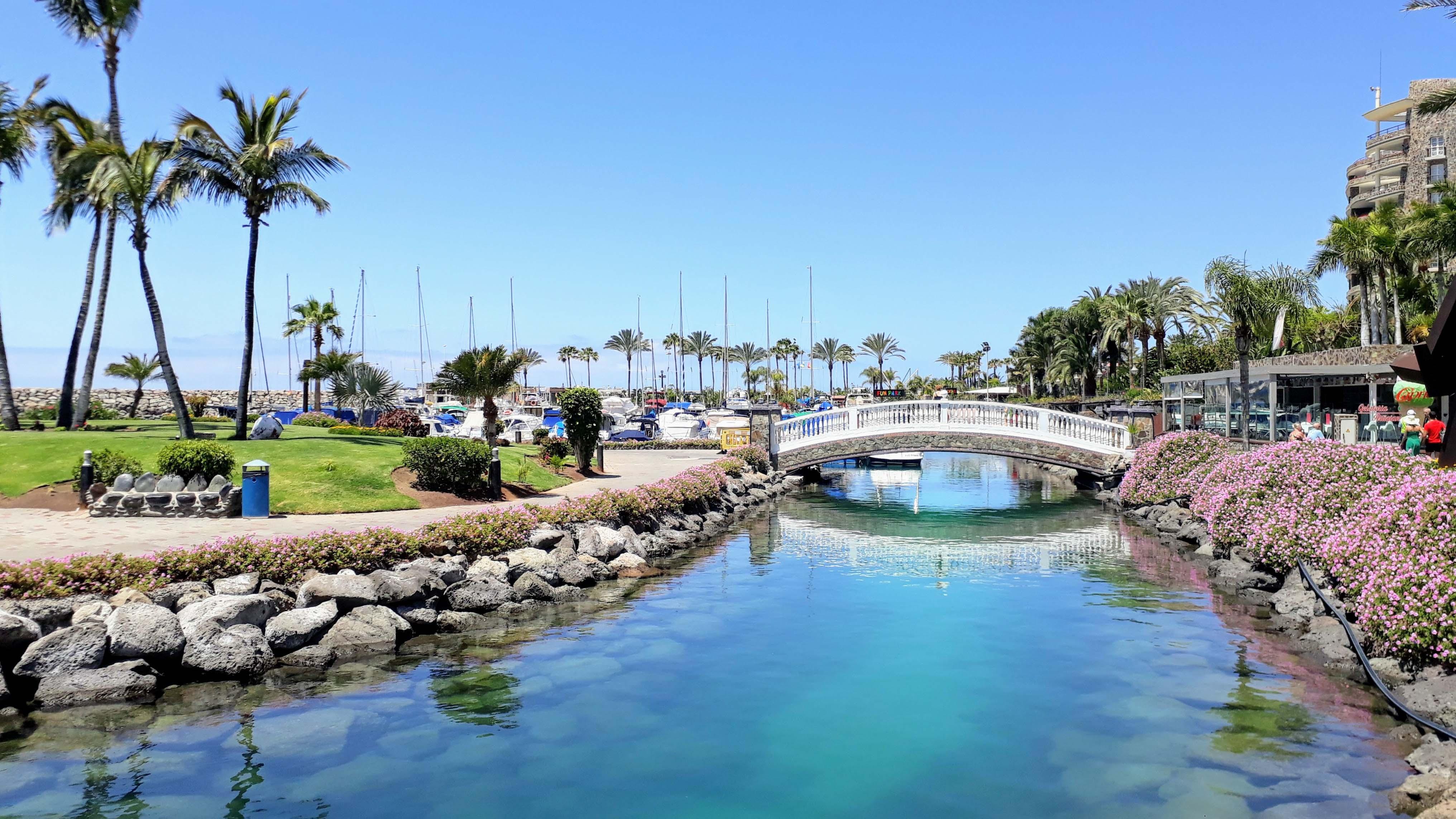 Brücke zur künstlich angelegten Insel Isla de Anfi