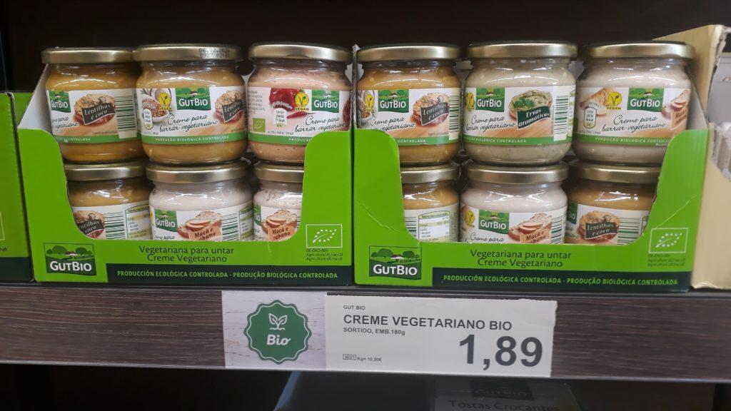 Vegane Brotauftriche im Glas, verschiedene Sorten