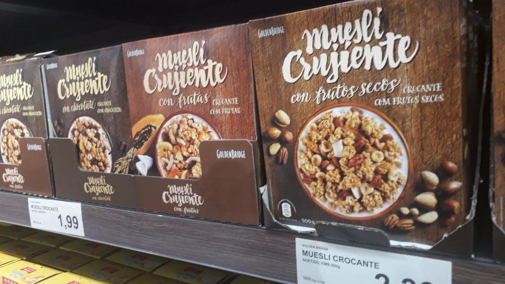Veganes Knuspermüsli mit Nüssen, Früchten oder Schokolade