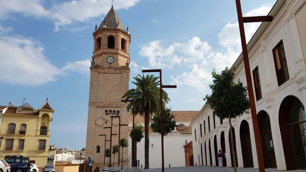 Plaza de la Constitución mit Parroquia San Juan Bautista in Vélez-Málaga