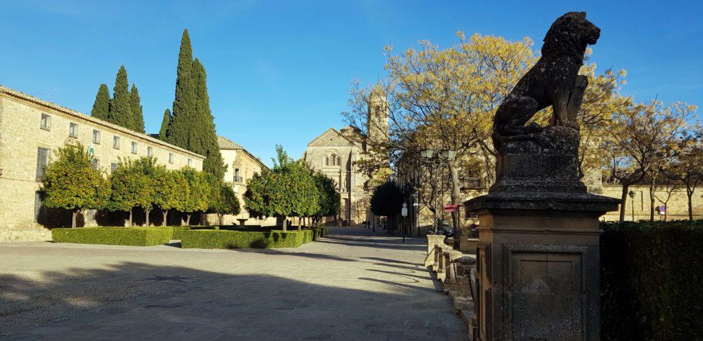 Plaza Vázquez de Molina mit Sacra Capilla del Salvador und Palacio del Deán Ortega in Úbeda