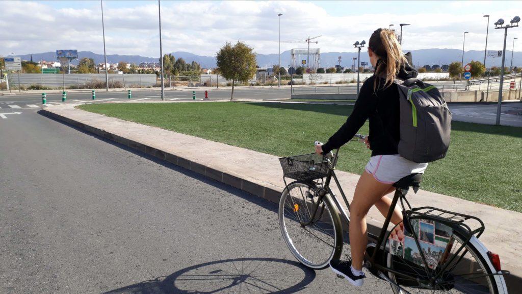 Für nicht allzu weite Strecken bietet sich für uns das Fahrrad hervorragend als Fortbewegungsmittel an