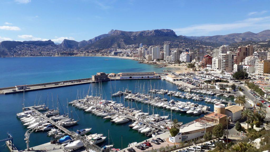 Hafen und südliche Küstenlinie von Calp