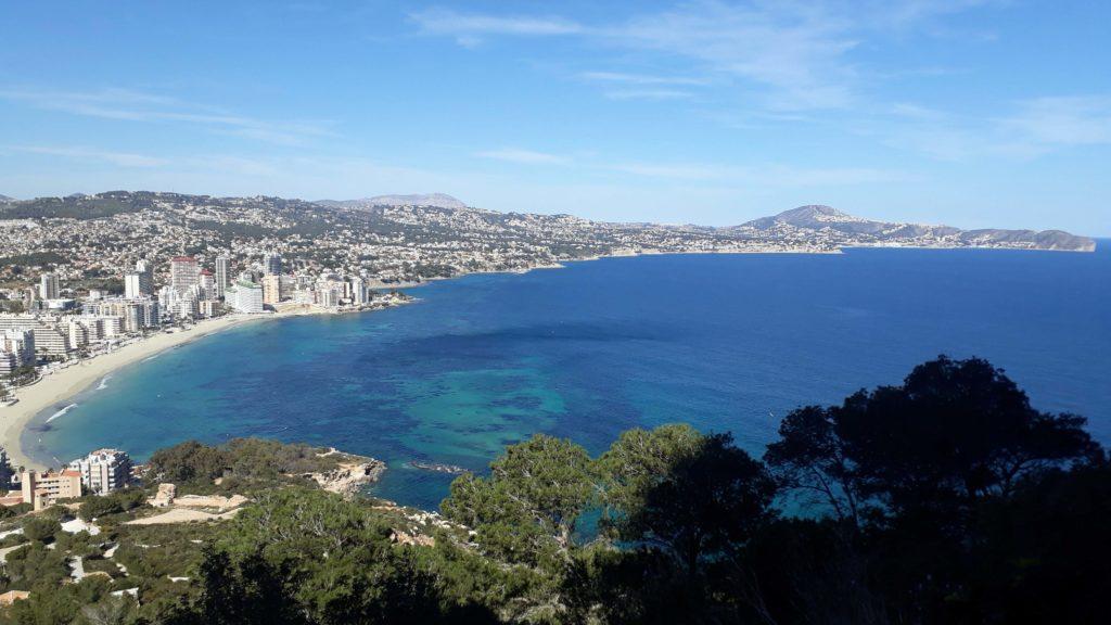 Blick auf die östliche Küstenlinie von Calp