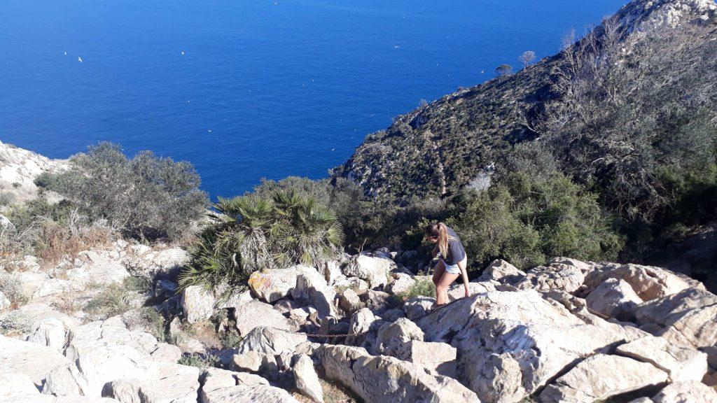 Der letzte Abschnitt zum Gipfel des Penyal d'Ifac ist zwar etwas abenteuerlich, dafür gibt es aber Eisenketten als Hilfestellung
