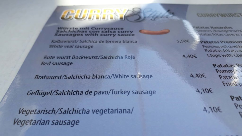 Currywurst-Optionen bei Curry Style in Port d'Andratx, Mallorca