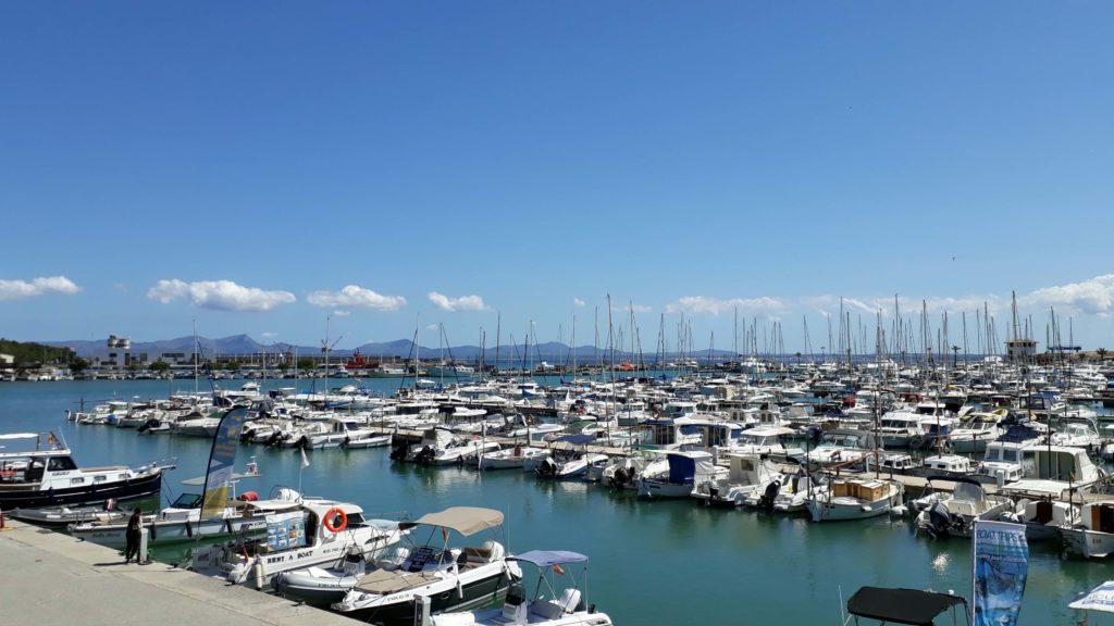 Hafen von Port d'Alcúdia auf Mallorca