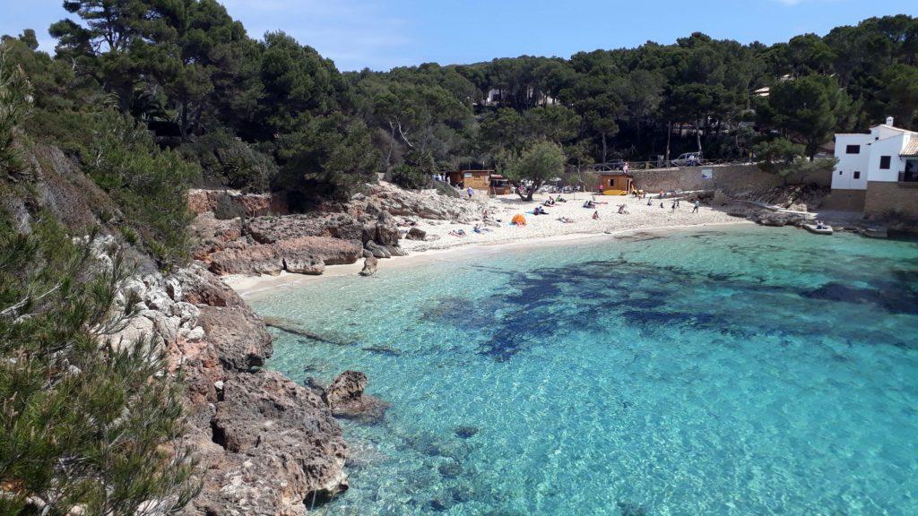 Strand in der Cala Gat bei Cala Ratjada auf Mallorca