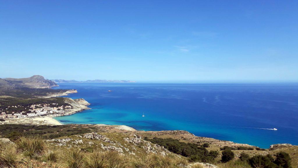 Wie schön ist bitte dieser Blick auf die Cala Mesquida vom Talaia Son Jaumell?