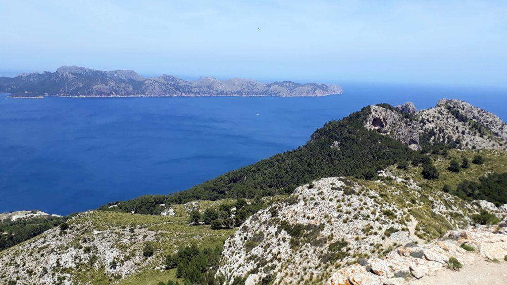 Vom Talaia d'Alcúdia lässt sich auch das Kap Formentor sehen