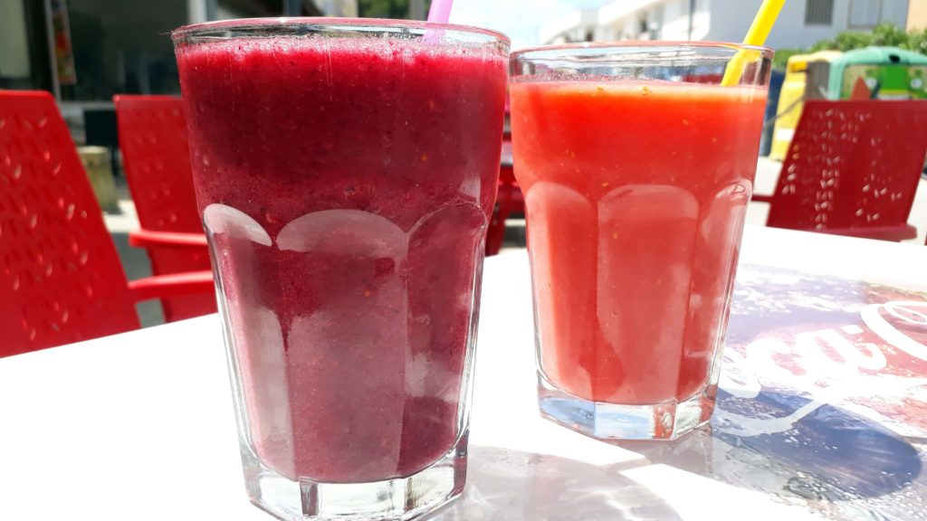 Smoothies im Güep Cafe in Port d'Alcúdia, Mallorca
