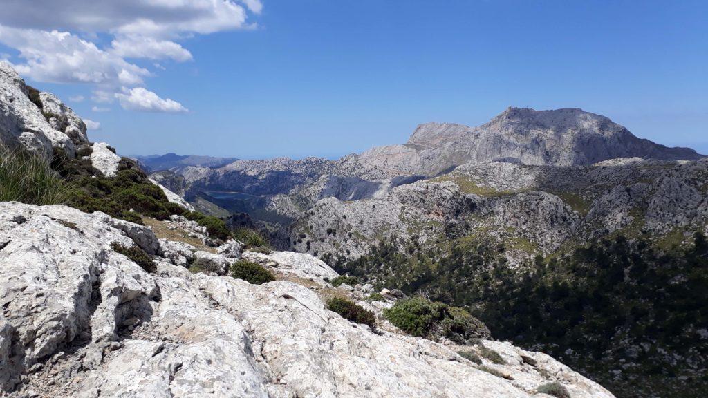 Blick auf den Puig Major und den Stausee Gorg Blau