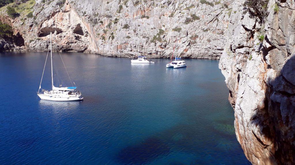 Zwischen den Felswänden verbirgt sich ein wahres Highlight Mallorcas: die Schlucht des Torrent de Pareis