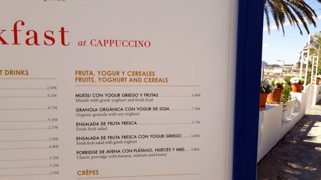 Vegane Optionen im Cappuccino Grand Café in Port de Pollença, Mallorca