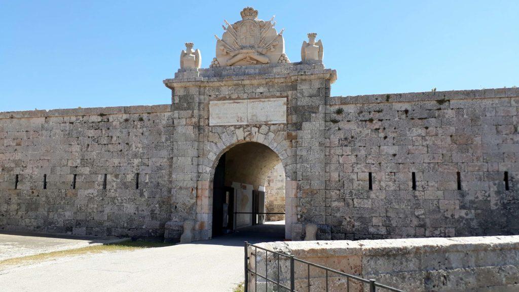 Festung Fortaleza de la Mola in Máo