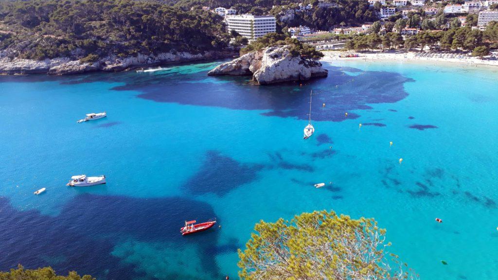 Blick auf die Cala Galdana vom Mirador Sa Punta auf Menorca