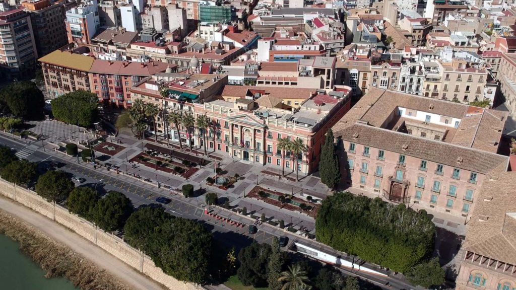 Glorieta de España mit dem Rathaus und Palacio Episcopal in Murcia