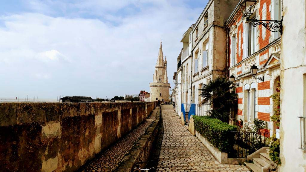 Tour de la Lanterne with fortification wall
