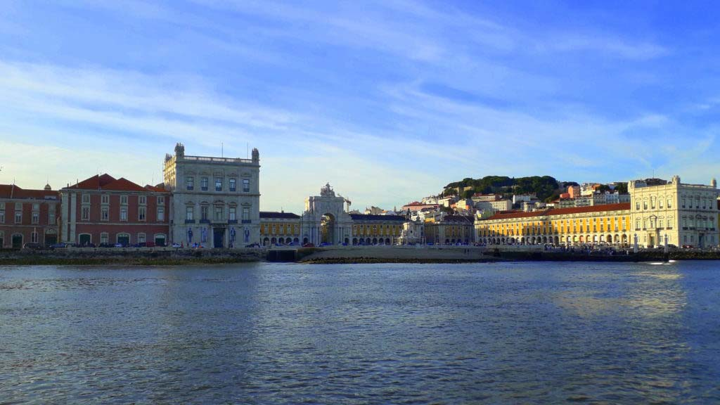 Lisbon by sailing tour