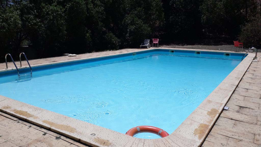 Also the HI Hostel in Portimão has an outdoor pool