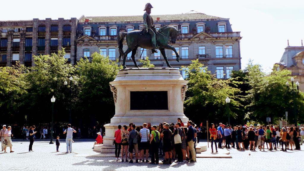 Equestrian statue Pedro IV at the Praça da Liberdade