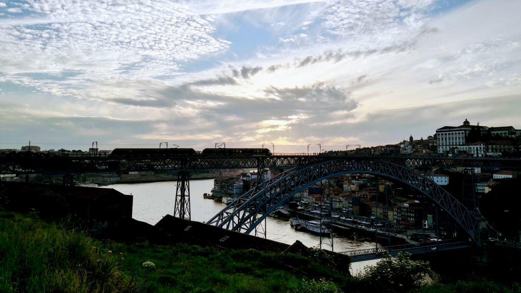 Ponte Luís I with Metro do Porto