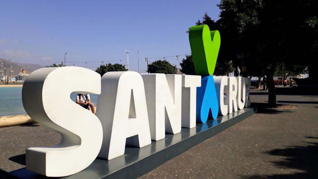 """Plaza de España with """"Santa Cruz"""" lettering"""
