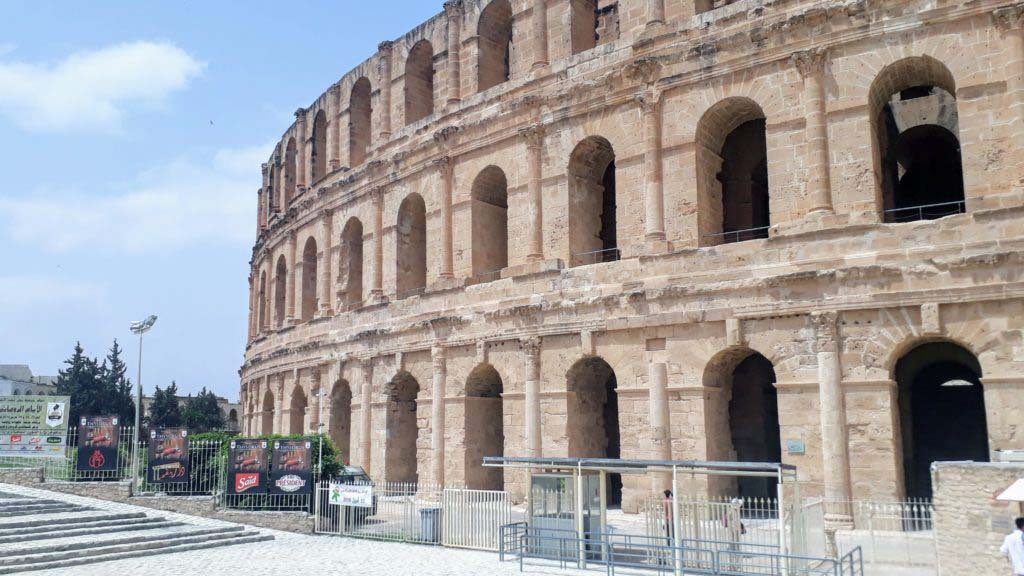 At first glance, the amphitheater in El Djem is confusingly similar to the Colosseum of Rome