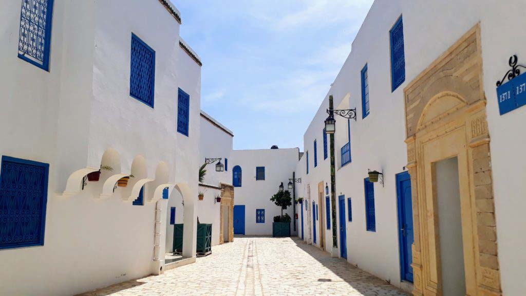 This part of Medina Mediterranea is strongly reminiscent of Sidi Bou Saïd