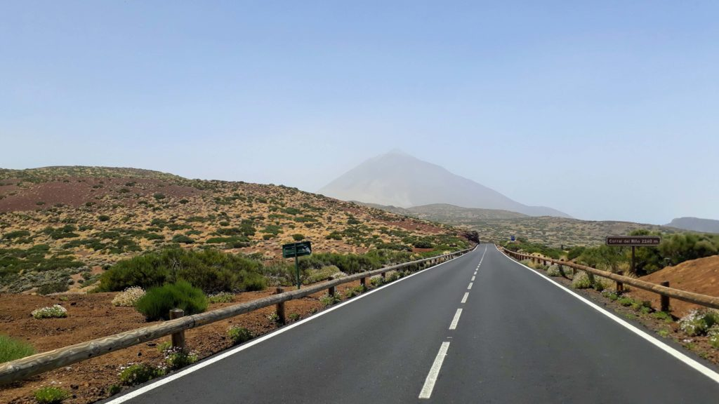 If it looks like that, you better don't hike up: The Calima on Tenerife makes that the Teide is barely visible