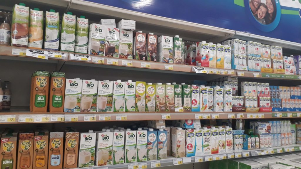 Plentiful selection of non-dairy milk: soy, rice, almond, coconut, oat, ...