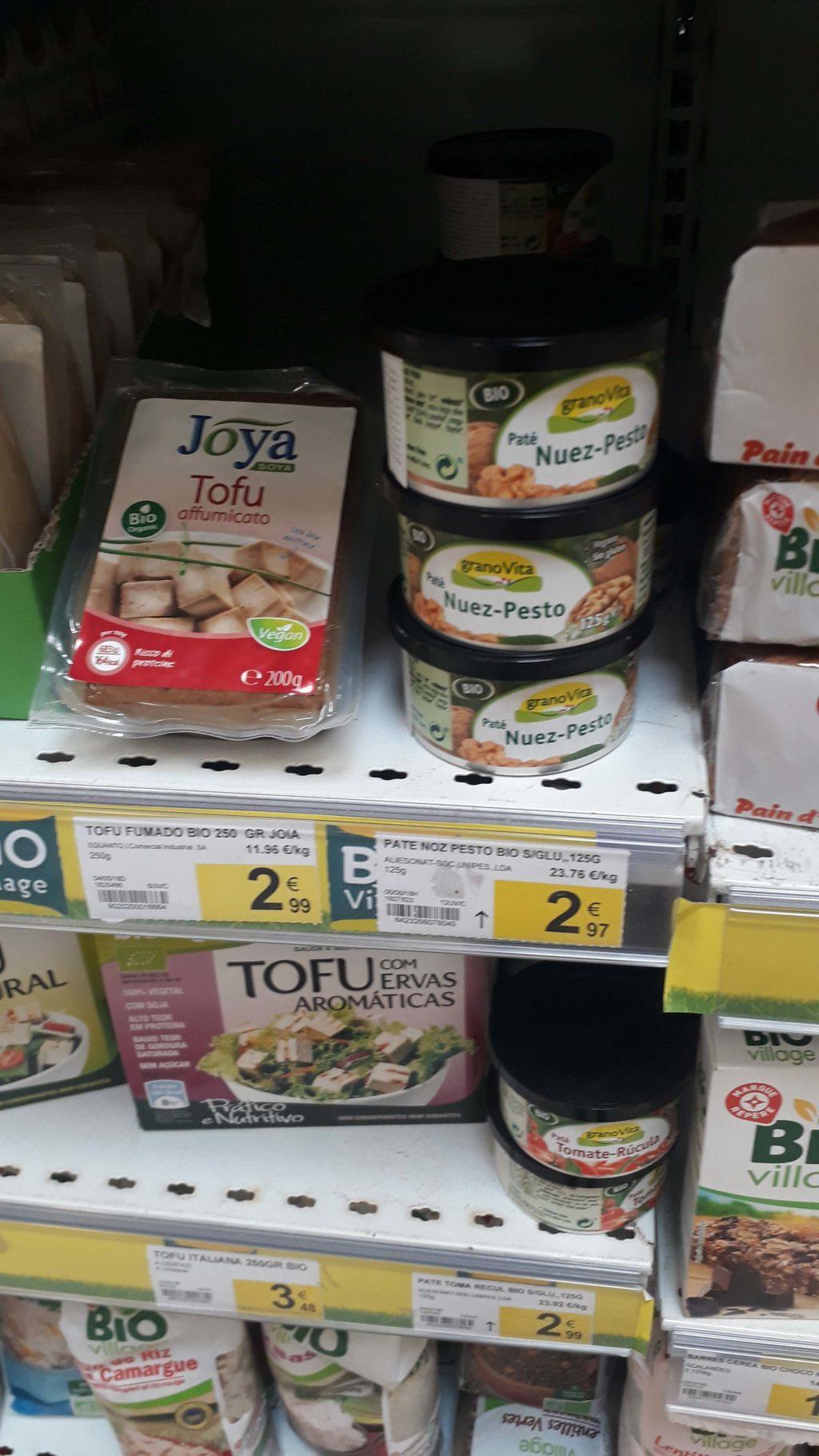 Tofu and nut pesto spread