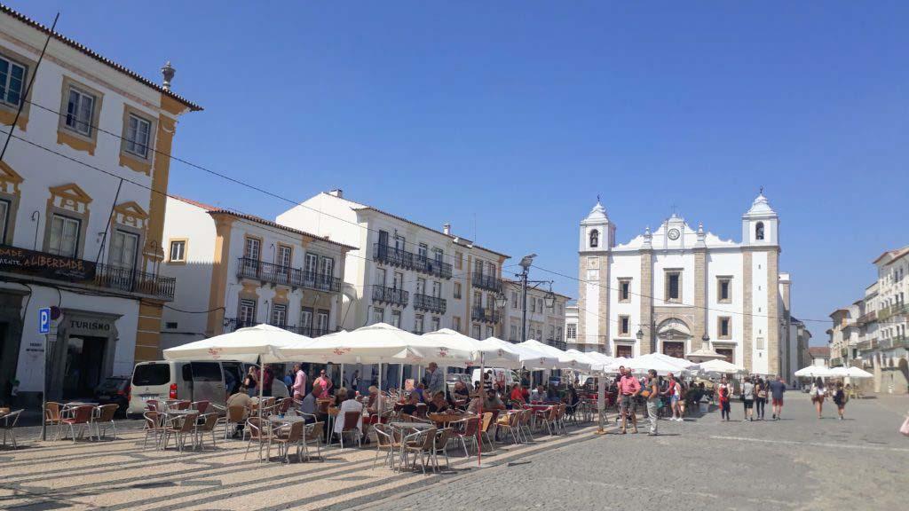 Giraldo square with Igreja de Santo Antão in Évora