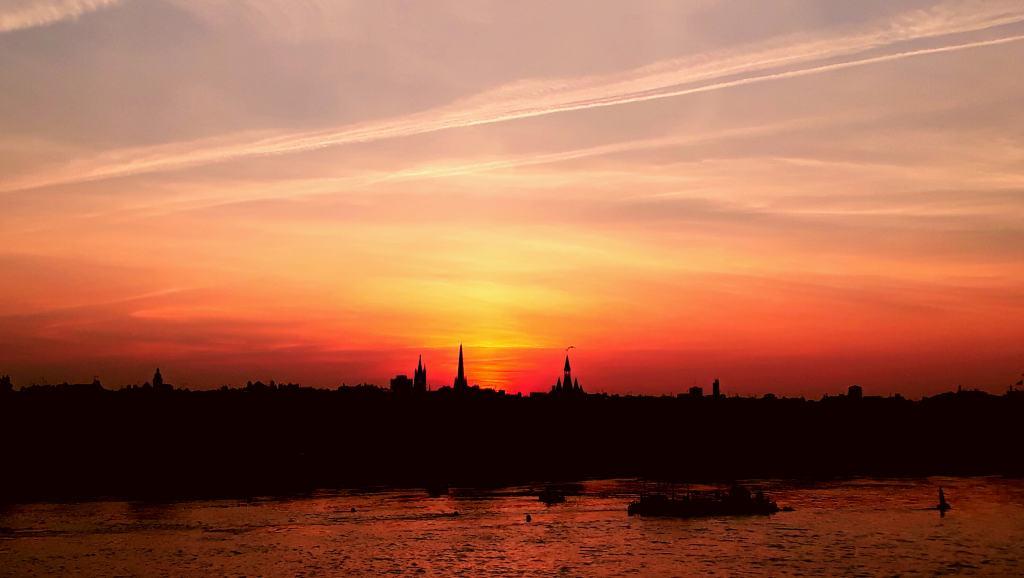Puesta de sol sobre Burdeos
