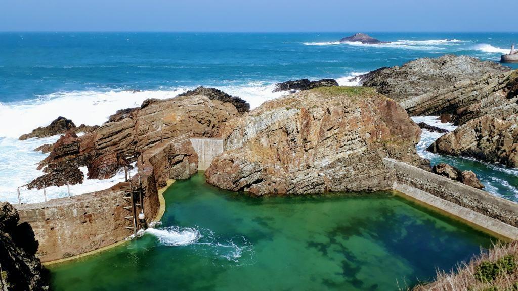 Tapia de casariego una playa solo para nosotros the - Piscina agua salada ...